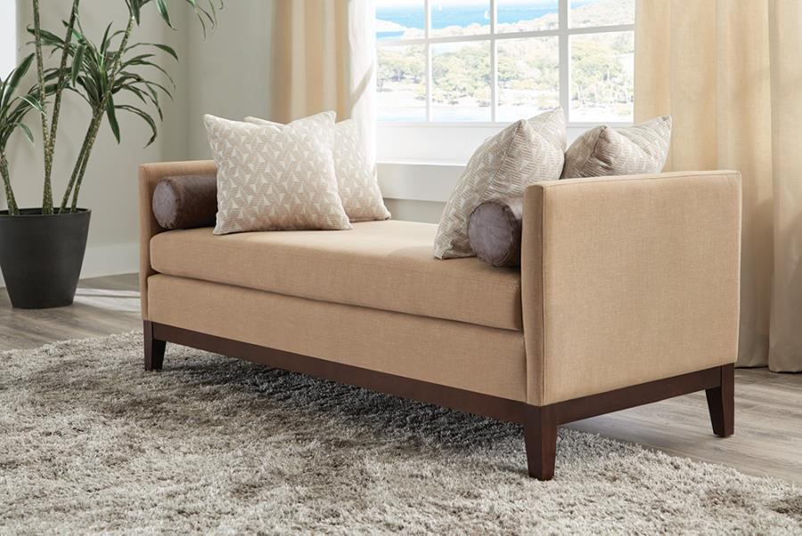 Bench with Complete Throw Pillow Set
