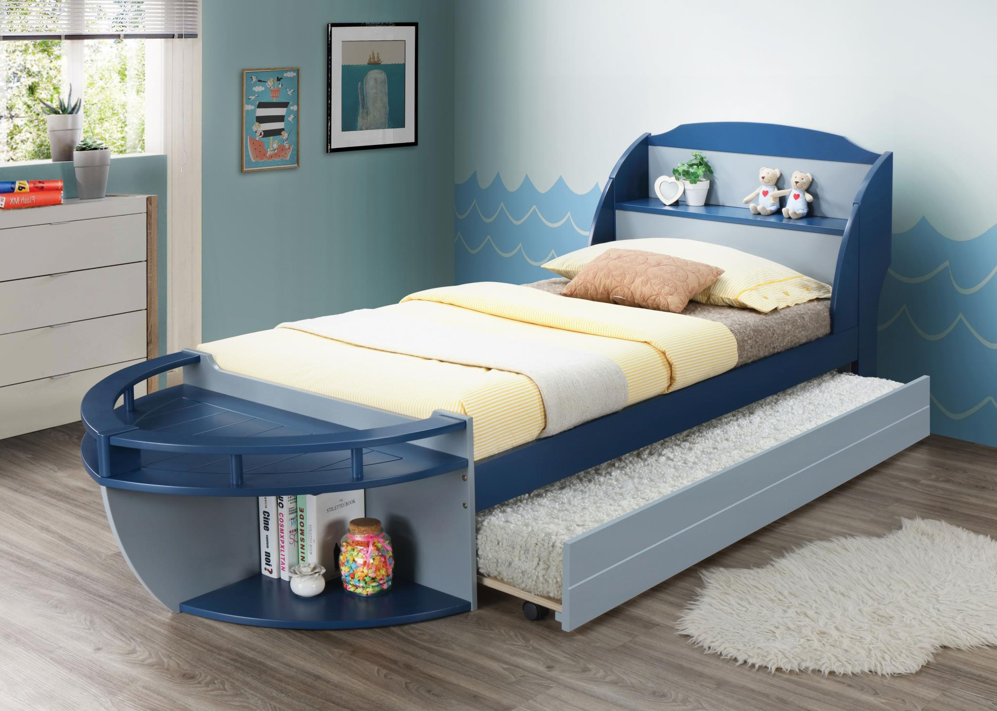 Boat Shaped Bed w/ Trundle