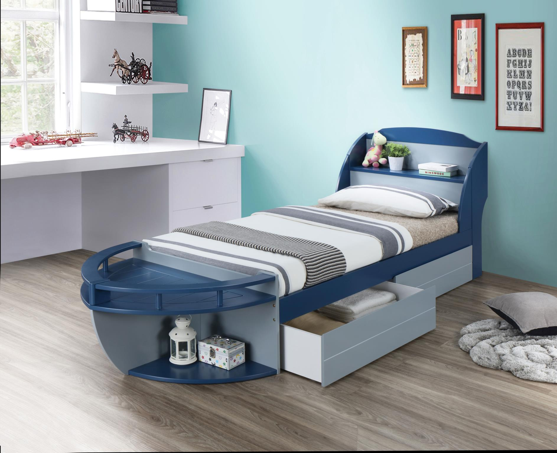 Boat Shaped Bed w/ Drawers
