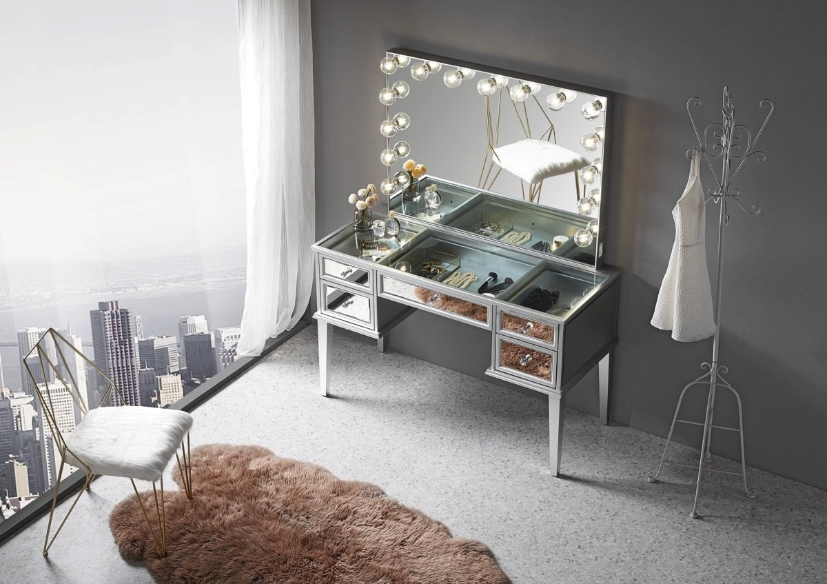 Mirrored Vanity Table w/ Mirror Top Room View